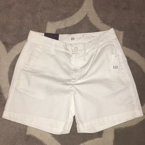 "Gap 5"" short size 0 white"